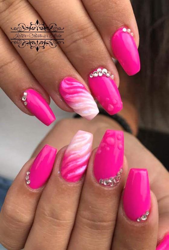 Nail Art Pink Ombre Ku00f6rmu00f6k 3D Du00edszu00edtu00e9ssel